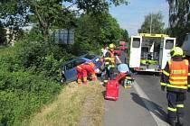 Nehoda kamionu s osobákem uzavřela silnici ze Zlína do Vizovic