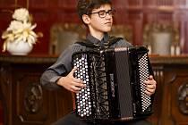 Patnáctiletý akordeonista Martin Kot z Napajedel.