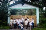Česko-indonéský tým ochranářů pracujících v záchranném a rehabilitačním centru