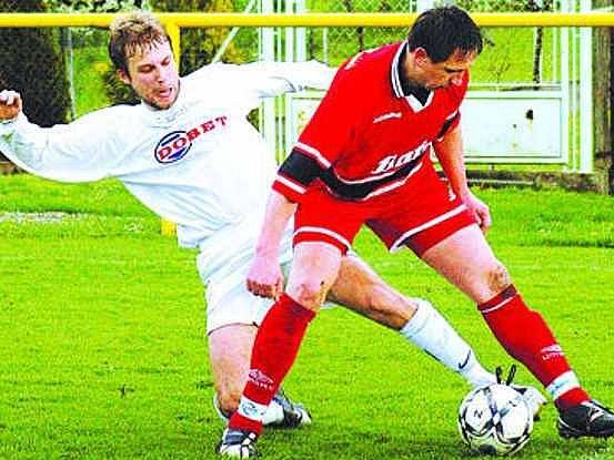 Sobotní derby mezi Ostrožskou Novou Vsí (v bílém) a Dolním Němčím góly nepřineslo