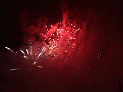 Zlínskou noční oblohu rozzářil novoroční ohňostroj