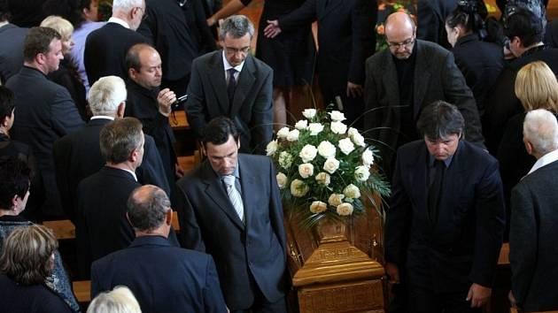 Pohřeb Jana Rokyty v evangelickém kostele v Jasenné.