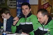 Hlavní hvězdou sobotní besedy se závodníky rally v želechovické sokolovně byla posádka továrního týmu Škoda Motorsport a zároveň úřadující posádka rallyových mistrů světa v kategorii WRC 2 Jan Kopecký a Pavel Dresler.