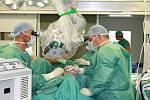 Jedním ze zajímavých případů poslední doby provedených ve zlínské nemocnici T. Bati byla operace pacienta se zhoubným nádorem části jazyka. Rozsah nádoru omezoval pacientův příjem potravy a výslovnost. Téměř polovina jazyka s nádorem byla odstraněna a nah