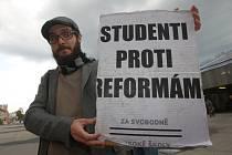 Protestní akce Českomoravského svazu odborů školství na náměstí Práce ve Zlíně
