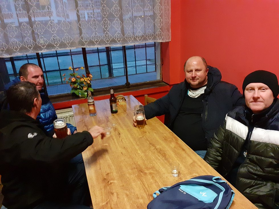 Štamgasti se ve Zlíně loučili se svými hospodami, bary a restauracemi. Občerstvení a fastfood vlakové nádraží Zlín.