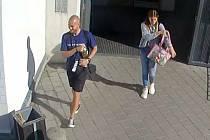 Luhačovičtí policisté pátrají po této dvojici, neviděli jste je někde?