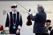Cestovatel Miroslav Zikmund dnes dostal čestný doktorát Univerzity Tomáše Bati (UTB) ve Zlíně.