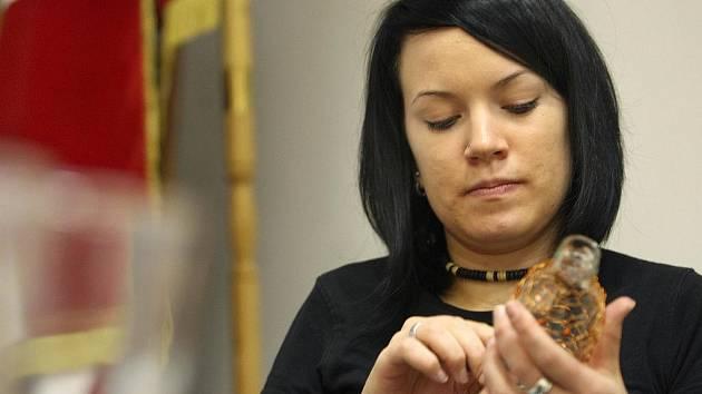 Obecní úřad v Sazovicích na Zlínku v úterý 6. října hostil kurz ozdobného drátování. Zájemci se mohli naučit technice, pomocí které z běžné lahve či sklenice vytvoří třeba i zajímavý dárek