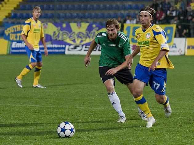 Druholigoví fotbalisté Zlína (ve žlutém) doma v 8. kole porazili Most 2:1.