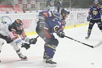 Extraligoví hokejisté Zlína (v modrém) na úvod restartu nejvyšší soutěže v pondělním 15. kole podlehli pražské Spartě 4:6.
