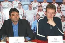 Na snímku zleva - ředitel a trenér FC Tescoma Ladislav Minář a první asistent kouče Marek Kalivoda.