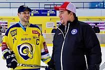 Robert Hamrla (napravo) během uplynulých dní zažil draft staršího syna Patrika do NHL.