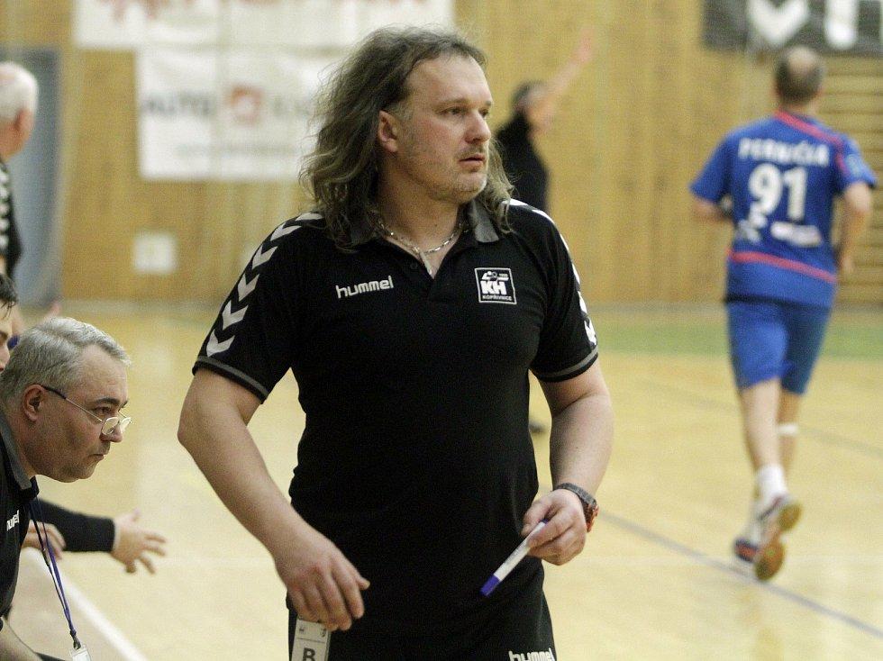 Házenkářksý trenér Ivo Vávra, který v minulých letech vedl házenkáře Kopřivnice, Litovle, ovšem naposledy házenkářky Poruby.