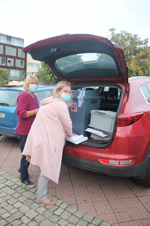 Sčítání hlasů ve Zlíně.