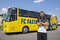 Fotbalisté ligového Zlína se pyšní autobusem v tradičním klubových barvách