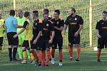 Fotbalisté Tečovic (ve žlutých dresech) prohráli v 10. kole krajské I. B třídy skupiny B s Louky 1:2. Foto: pro Deník/Jan Zahnaš