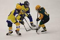 Přípravný turnaj hokejistů narozených v roce 2012 proběhl v sobotu na ZS Luďka Čajky ve Zlíně za účasti domácích Beranů (ve žlutém), Warriors Brno (modří), Komety Brno (bílí) a Vsetína (zelení). Prvenství nakonec po velkém boji vybojovali mladí hráči Warr