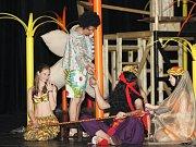 Přípravy na premiéru inscenace Sandokan a piráti z Mompracemu v Městském divadle Zlín.