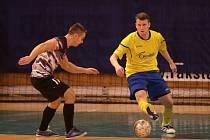Futsalisté Zlína (ve žlutých dresech) se v letošním ročníku druhé ligy spíše trápí.