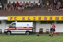 SESTUP. Fotbalistům Brumova už nepomůže ani rychlá záchranná služba. Jejich pád do divize je po včerejší porážce neodvratný.