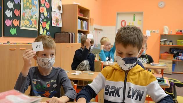 Návrat prvních a druhých tříd do ZŠ Slušovice.