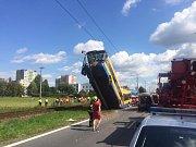 V Otrokovicích-Kvítkovicích naboural trolejbus do sloupu trakčního vedení. Na místě jsou zranění lidé.