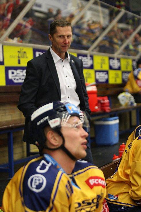 Extraligoví hokejisté PSG Berani Zlín v pátek v 9. kole na svém zimákz vyzvali úřadujícího mistra z Třince. Na snímku trenér Stavjaňa.