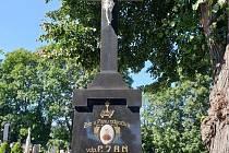 Obnova pomníků na hrobech klobouckých osobností.
