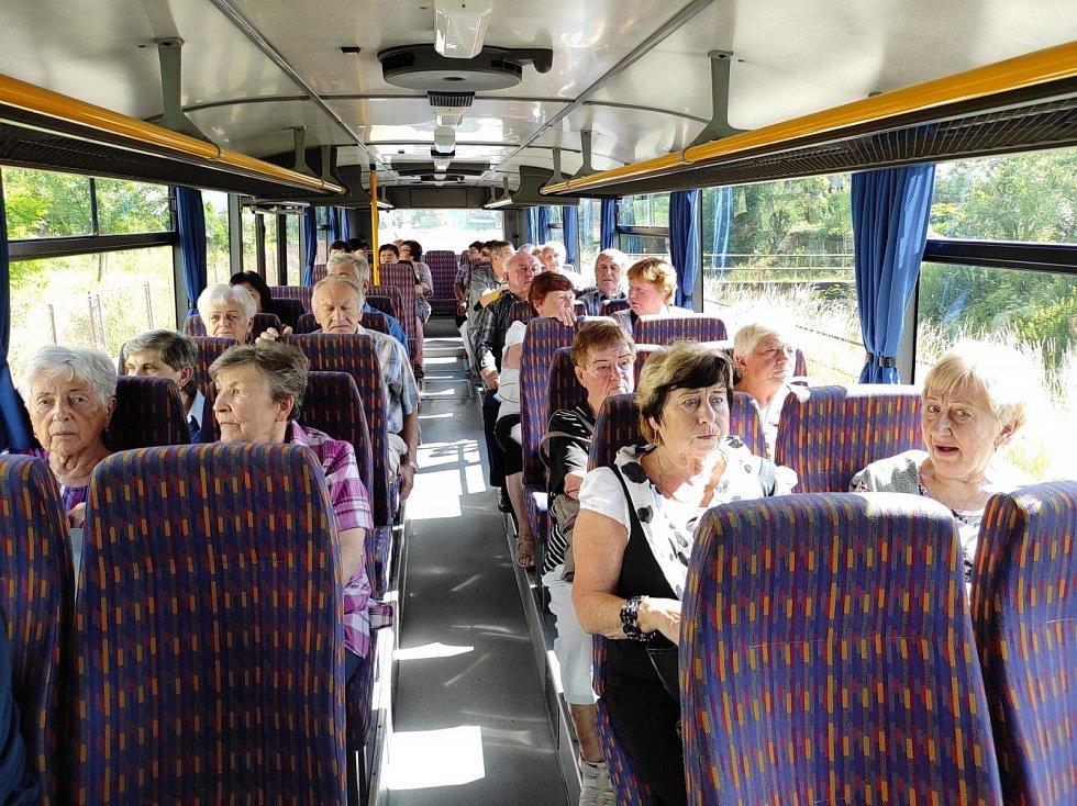 Autobusový zájezd pro seniory.
