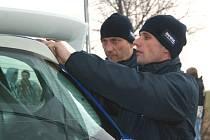 Luhačovický pilot Roman Kresta (vpravo) se svým navigátorem Petrem Grossem.