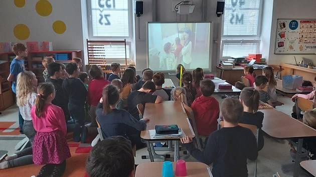 Assembly (shromáždění), které ve škole dělají pravidelně každé čtvrtletí.