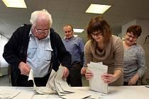 Volby do Senátu 2012. Sčítání hlasů v Hřivínově Újezdě.