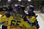 Hokejisté Zlína (žluté dresy) proti Olomouci