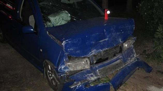 Škoda Fabia narazila v Napajedlích do zdi rodinného domu. Stalo se to 9. června v cca 22:30 hodin.