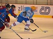 šlágr 25. kola Zlínské amatérské hokejové ligy Vizovice (ve světlé modré) - SKA Napajedla 1:5.