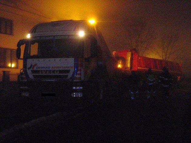 Hustá mlha  ve středu 8. prosince odpoledne pokryla Zlínský kraj. To se samozřejmě také podepsalo i na nehodách.