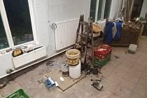 Exploze otřásla v neděli 21. března ve tři hodiny odpoledne Ostrožskou Novou Vsí. Došlo k ní v areálu firem na tamní ulici Osvobození a vyžádala si zranění muže.
