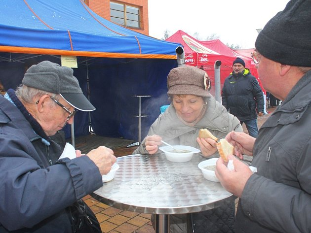 V sobotu 9. ledna 2016 se ve Zlíně před kostelem Panny Marie Pomocnice křesťanů na Jižních Svazích konal Tříkrálový festival, jehož součástí mimo jiné byla i Tříkrálová polévka, kterou zájemcům podávaly osobnosti města.