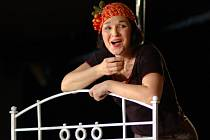 Helena Čermáková na generální zkoušce hry Madam Piaf.