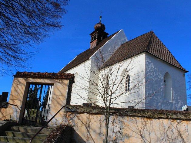 V podstatě vklíněná do Zlína je obec Tečovice, která se může už historicky pochlubit i tím, že se nachází na samém rozhraní Hané, Valašska a Slovácka.