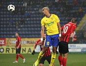 Prvoligoví fotbalisté Fastavu Zlín (ve žlutém) v sobotním 16. kole v odvetě doma hostili nováčka z Opavy. Na snímku Beauguel.