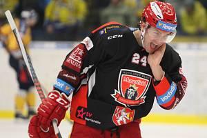 Extraligoví hokejisté Zlína (ve žlutém) ve 25. kole hostili Hradec Králové. Na snímku Petr Zámorský.