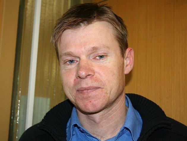 Zlínský univerzitní vědec Marek Koutný se zabývá rozložitelností obalů v přírodě.