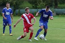 Fotbalisté Slavičína (v modrých dresech) se ve druhém kole MOL Cupu utkají s Karvinou.