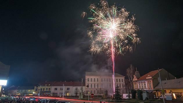 Nový rok ve Vizovicích přivítali ohňostrojem