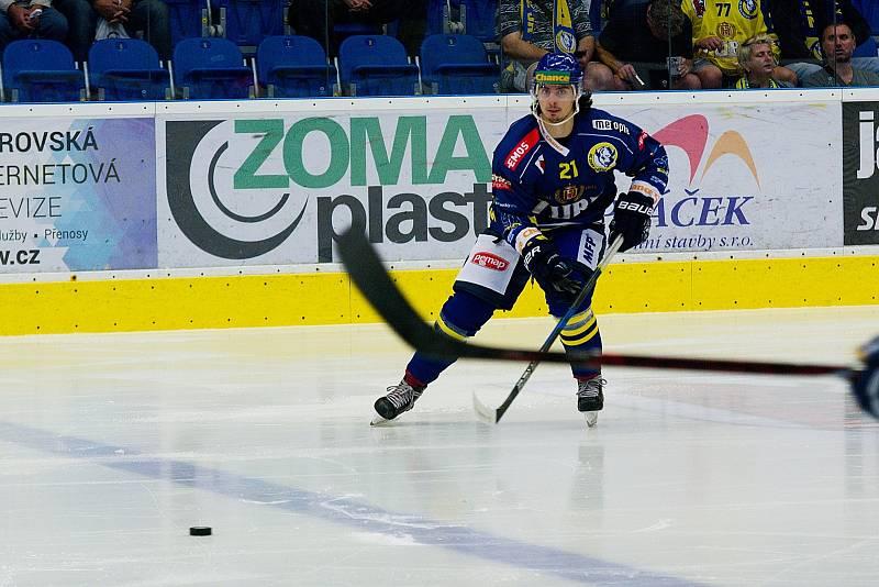 Hokejisté HC Zubr Přerov (v modrém) v utkání s ČEZ Motor České Budějovice. Robert Černý.