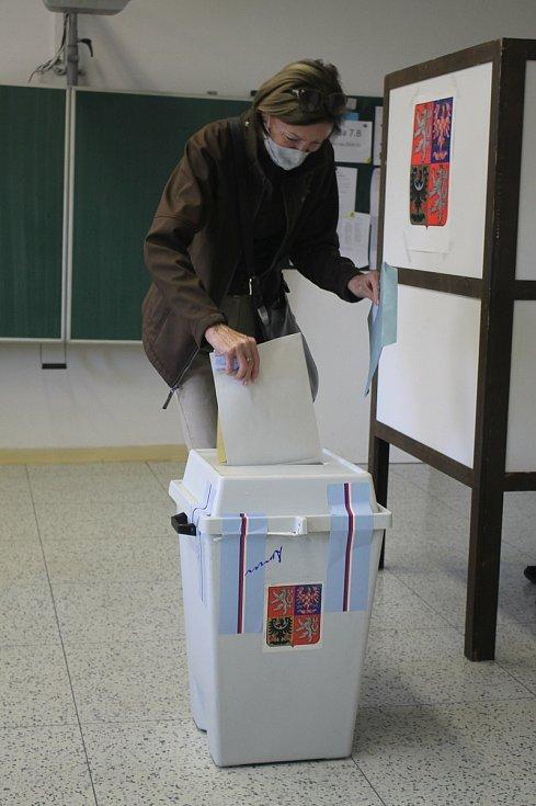 Volby ve volebním okrsku 54. Zlín-Malenovice.