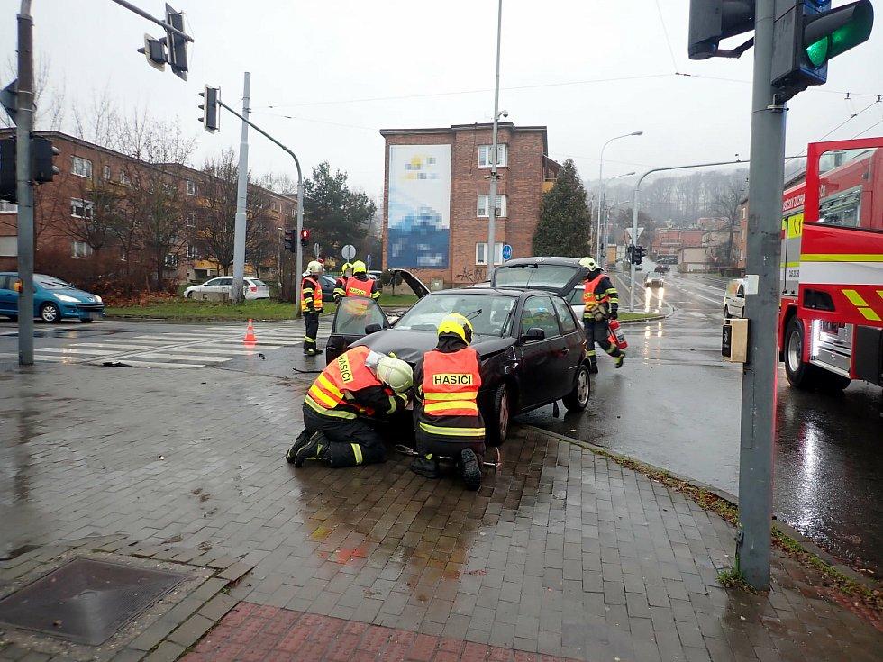 Srážka dvou osobních vozidel na Třídě T. Bati ve Zlíně, 24. prosince 2020.FOTO zdroj: HZS ZLK.