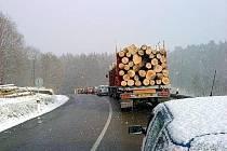 V pátek 5.3.2010 odpoledne byla mezi Kašavou a Lukovem tak kluzká silnice, že auta raději zastavovala. Na nmístě se tvořily kolony.